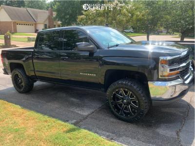 """2018 Chevrolet Silverado 1500 - 20x10 -18mm - Fuel Maverick D538 - Suspension Lift 2.5"""" - 33"""" x 12.5"""""""