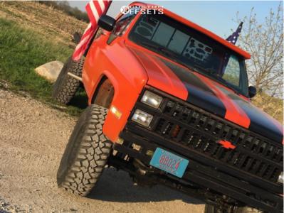 """1985 Chevrolet K10 - 17x9 -6mm - Pro Comp 69 - Suspension Lift 4"""" - 35"""" x 12.5"""""""