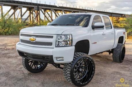 "2007 Chevrolet Silverado 1500 - 26x14 -76mm - TIS 544bm - Suspension Lift 9"" - 37"" x 13.5"""