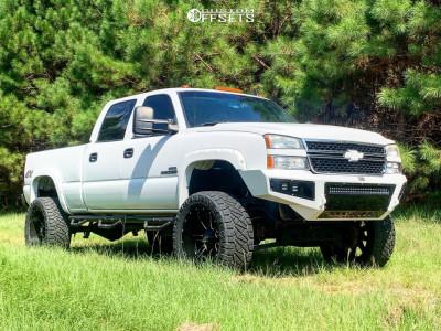 """2007 Chevrolet Silverado 2500 HD Classic - 22x10 -24mm - Fuel Maverick D538 - Suspension Lift 6"""" - 325/50R22"""