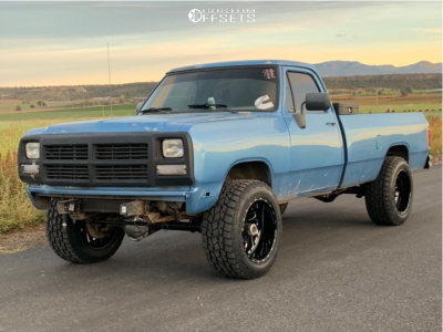 """1991 Dodge W350 - 20x12 -43mm - Fuel Triton D581 - Leveling Kit - 33"""" x 12.5"""""""