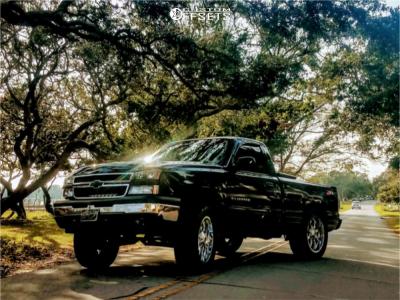 "2006 Chevrolet Silverado 1500 Classic - 22x10 -25mm - Fuel Maverick - Suspension Lift 6"" - 35"" x 12.5"""