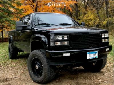 """2000 Chevrolet K2500 - 18x9 -12mm - Anthem Off-Road Equalizer - Suspension Lift 5.5"""" - 305/65R18"""