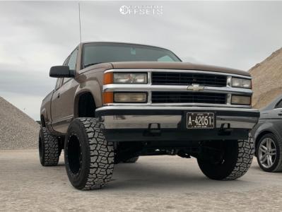 "1997 Chevrolet K2500 - 18x12 -44mm - Fuel Hostage - Suspension Lift 4"" - 305/60R18"
