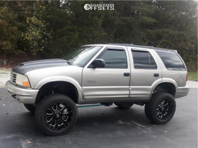 "2000 Oldsmobile Bravada - 20x10 -24mm - XD Buck - Suspension Lift 6"" - 305/55R20"