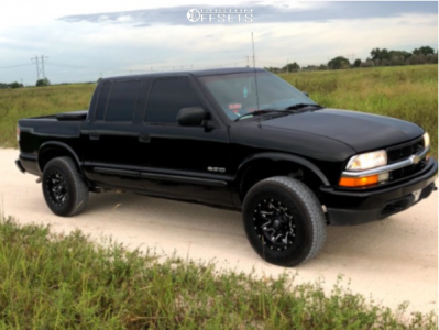 """2003 Chevrolet S10 - 15x8 -18mm - Fuel Lethal - Stock Suspension - 30"""" x 9.5"""""""