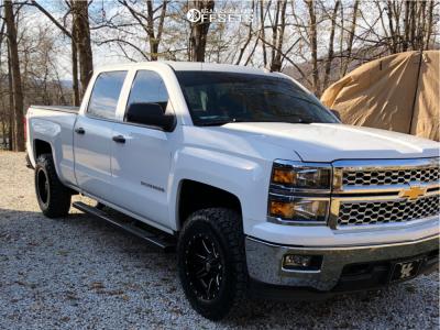 2014 Chevrolet Silverado 1500 - 18x9 -12mm - Fuel Maverick D538 - Leveling Kit - 275/70R18