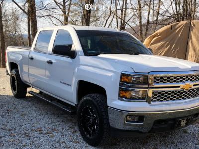 2014 Chevrolet Silverado 1500 - 18x9 -12mm - Fuel 538 - Leveling Kit - 275/70R18