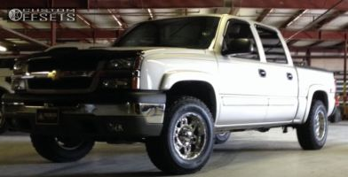 "2005 Chevrolet Silverado 1500 - 17x9 -12mm - XD Spy - Stock Suspension - 32"" x 11.5"""