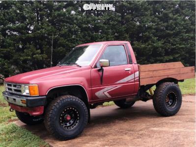 "1988 Toyota Pickup - 15x8 -19mm - Pro Comp Series 252 - Stock Suspension - 31"" x 10.5"""