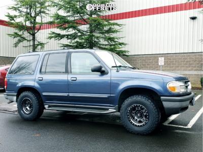 "1998 Ford Explorer - 15x8 -18mm - Fuel Anza - Stock Suspension - 30"" x 9.5"""