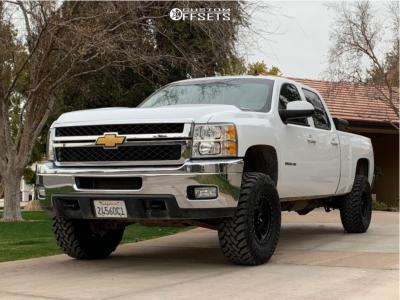 """2014 Chevrolet Silverado 2500 HD - 17x8.5 0mm - Method Nv - Suspension Lift 2.5"""" - 35"""" x 12.5"""""""