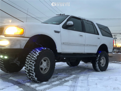 """1997 Ford Expedition - 16x8 0mm - Center Line Hellcat - Suspension Lift 5"""" - 315/75R16"""