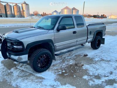 "2000 Chevrolet Silverado 1500 - 18x10 -24mm - Moto Metal Mo970 - Suspension Lift 4.5"" - 285/60R18"