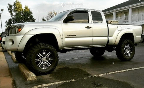"2007 Toyota Tacoma - 17x8 0mm - Helo He835 - Suspension Lift 6"" - 33"" x 12.5"""