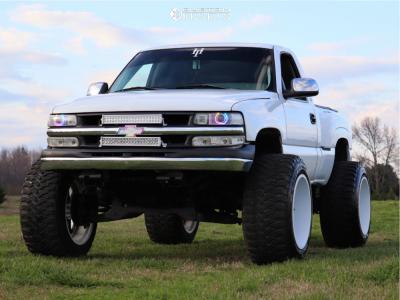 "1999 Chevrolet Silverado 1500 - 24x16 -100mm - Fuel Maverick - Suspension Lift 7.5"" & Body 3"" - 40"" x 15.5"""
