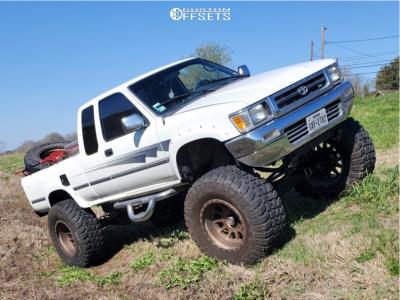 "1992 Toyota Pickup - 20x12 -52mm - Method Mr605 - Suspension Lift 6"" & Body 3"" - 40"" x 15.5"""