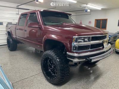 "2000 Chevrolet K2500 - 22x12 -44mm - Fuel Triton D581 - Suspension Lift 6"" - 35"" x 13.5"""