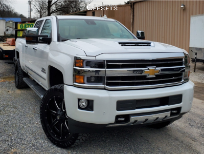 "2019 Chevrolet Silverado 2500 HD - 22x9.5 25mm - Fuel Maverick D538 - Leveling Kit - 35"" x 12.5"""