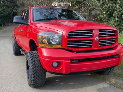 """2006 Dodge Ram 3500 - 18x12 -44mm - Moto Metal Mo962 - Leveling Kit - 33"""" x 12.5"""""""