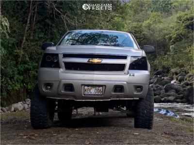 "2007 Chevrolet Tahoe - 17x8.5 0mm - Pro Comp Series 34 - Suspension Lift 6"" - 35"" x 12.5"""