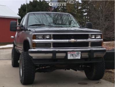 "1995 Chevrolet K1500 - 15x10 -43mm - American Racing Ar172 - Suspension Lift 4.5"" - 33"" x 12.5"""