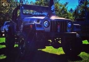 "2004 Jeep Wrangler - 16x9 -12mm - Moto Metal MO951 - Suspension Lift 4"" - 32"" x 12.5"""