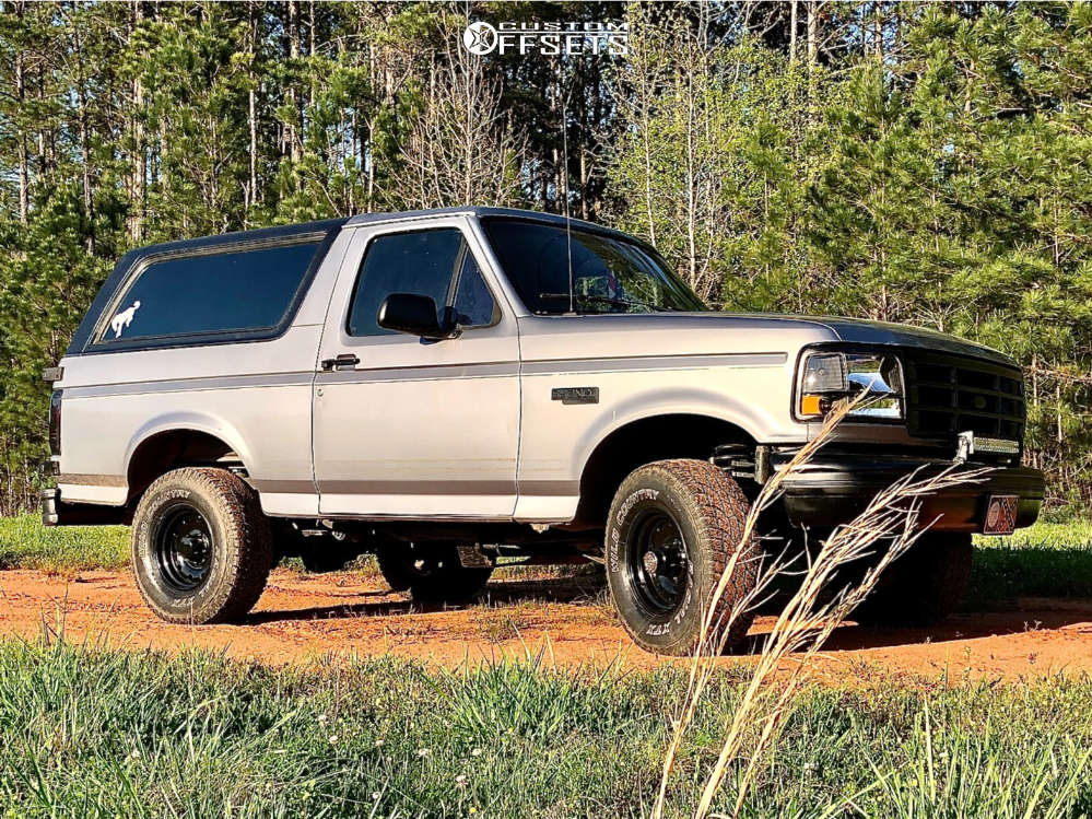 """1994 Ford Bronco Slightly Aggressive on 15x8 -19 offset American Racing Ar172 & 31""""x10.5"""" Wild Country Radial Xtx on Leveling Kit - Custom Offsets Gallery"""
