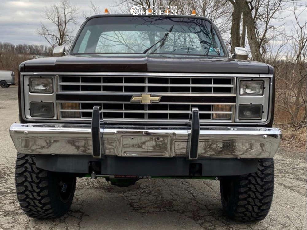 "1987 Chevrolet K10 Aggressive > 1"" outside fender on 22x12 -44 offset Fuel Triton D581 & 35""x12.5"" Radar Renegade R7 on Suspension Lift 5"" - Custom Offsets Gallery"