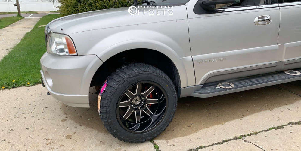"""2004 Lincoln Navigator Super Aggressive 3""""-5"""" on 20x12 -51 offset Toxic Widow & 33""""x12.5"""" Federal Couragia MT on Leveling Kit - Custom Offsets Gallery"""