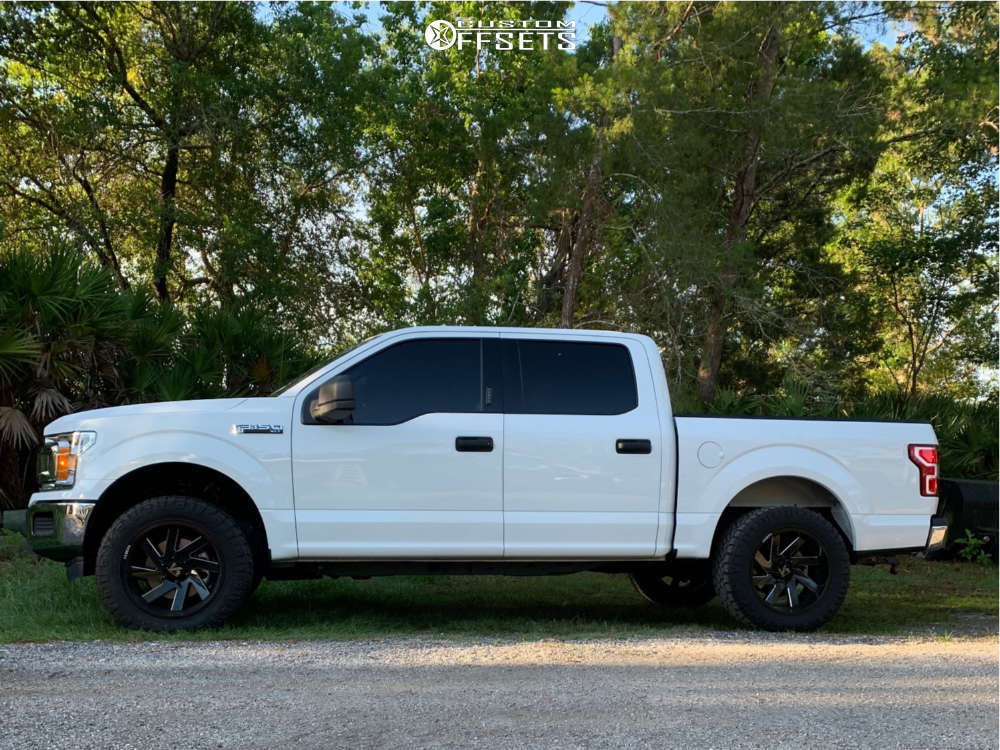 """2019 Ford F-150 Aggressive > 1"""" outside fender on 20x10 -25 offset ARKON OFF-ROAD Lincoln and 33""""x12.5"""" Nitto Ridge Grappler on Leveling Kit - Custom Offsets Gallery"""