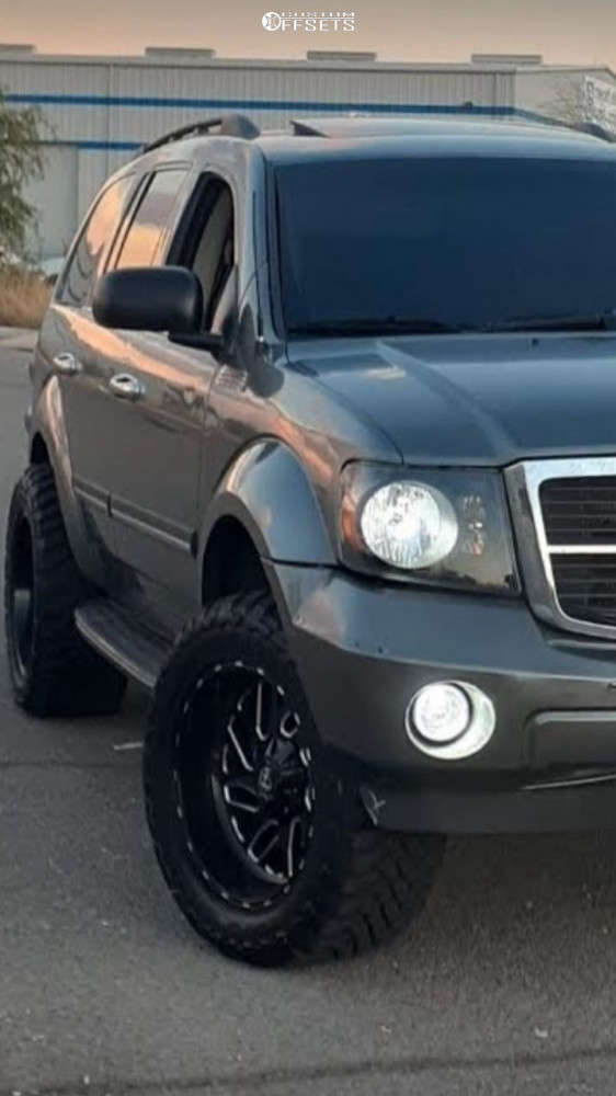 """2007 Dodge Durango Aggressive > 1"""" outside fender on 20x10 -24 offset Fuel Triton D581 and 33""""x12.5"""" Toyo Tires Open Country M/T on Leveling Kit - Custom Offsets Gallery"""