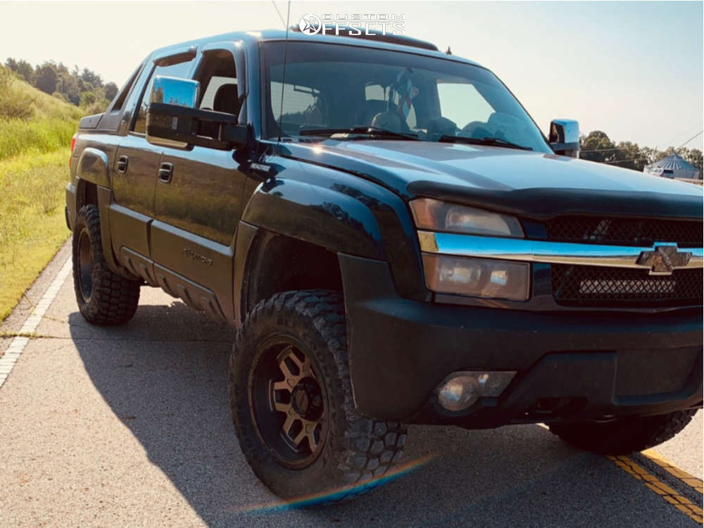 """2002 Chevrolet Avalanche 1500 Aggressive > 1"""" outside fender on 20x10 -25 offset Ultra Warlock & 35""""x12.5"""" Ironman All Country Mt on Leveling Kit - Custom Offsets Gallery"""