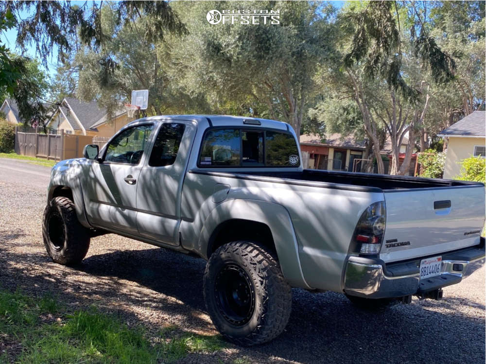 """2006 Toyota Tacoma Aggressive > 1"""" outside fender on 18x8.5 0 offset Method Vex and 265/55 Delium Terra Raider M/t on Leveling Kit - Custom Offsets Gallery"""