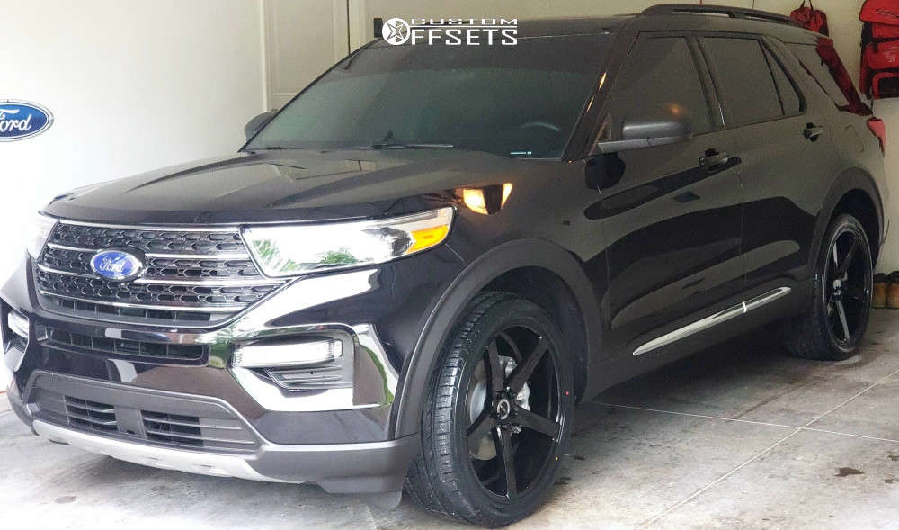 2020 Ford Explorer Tucked on 22x8.5 40 offset Strada Perfetto & 265/40 Ironman Imove Gen2 Suv on Stock Suspension - Custom Offsets Gallery