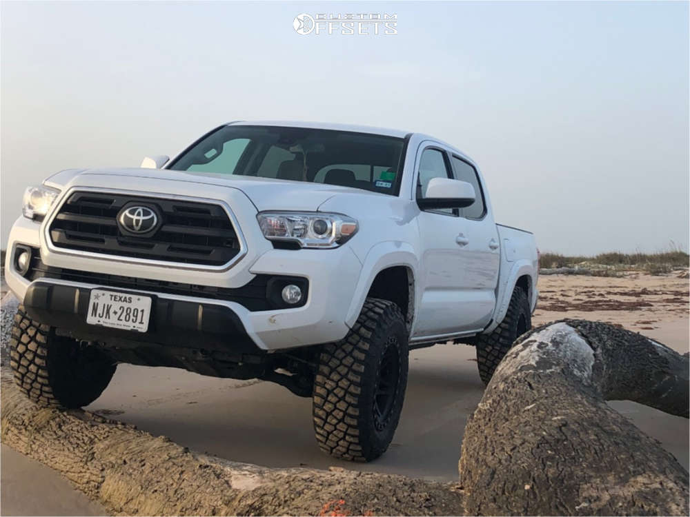 """2019 Toyota Tacoma Aggressive > 1"""" outside fender on 17x9 -12 offset Method MR312 and 32""""x12.5"""" BFGoodrich Mud-Terrain T/A KM3 on Leveling Kit - Custom Offsets Gallery"""