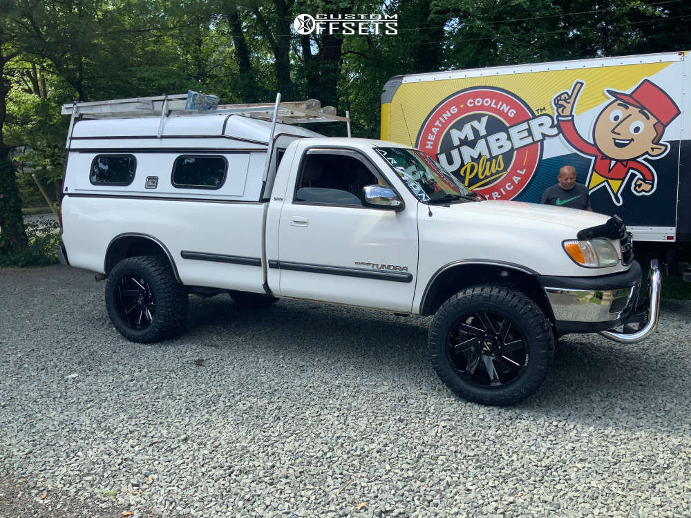 """2002 Toyota Tundra Aggressive > 1"""" outside fender on 20x10 -25 offset ARKON OFF-ROAD Lincoln and 33""""x12.5"""" Nitto Ridge Grappler on Leveling Kit - Custom Offsets Gallery"""