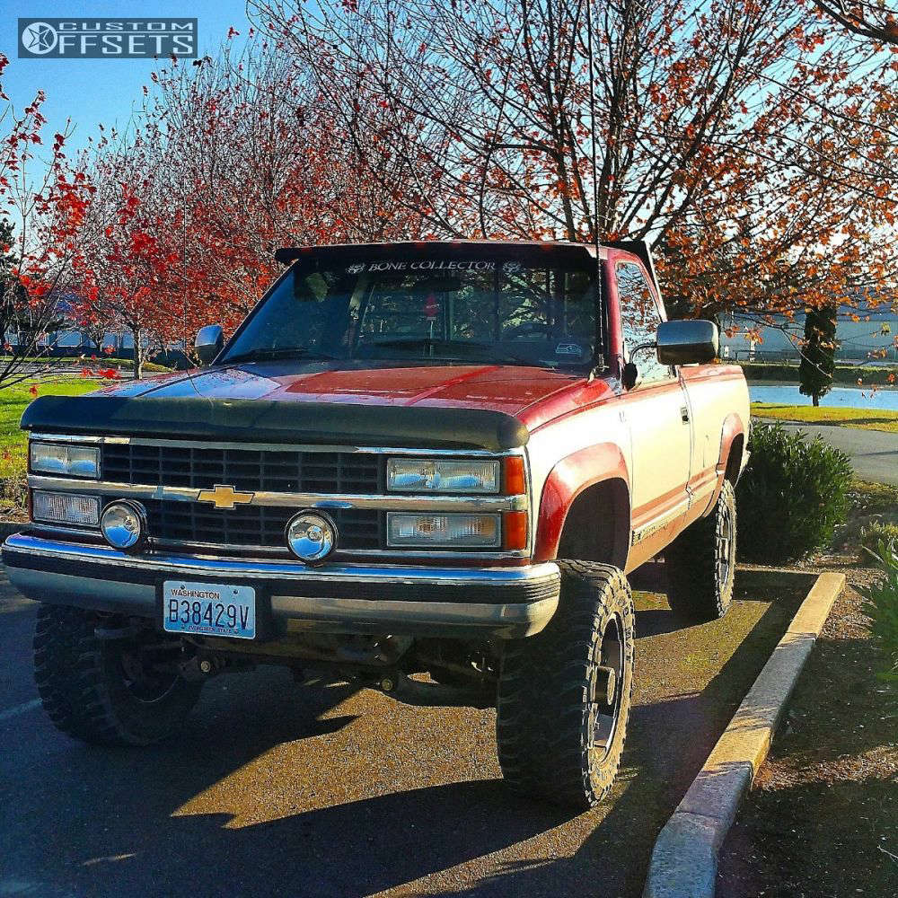 """1990 Chevrolet K2500 Aggressive > 1"""" outside fender on 18x9 18 offset Vision Warlord & 33""""x12.5"""" Toyo Tires Open Country M/T on Suspension Lift 4"""" - Custom Offsets Gallery"""