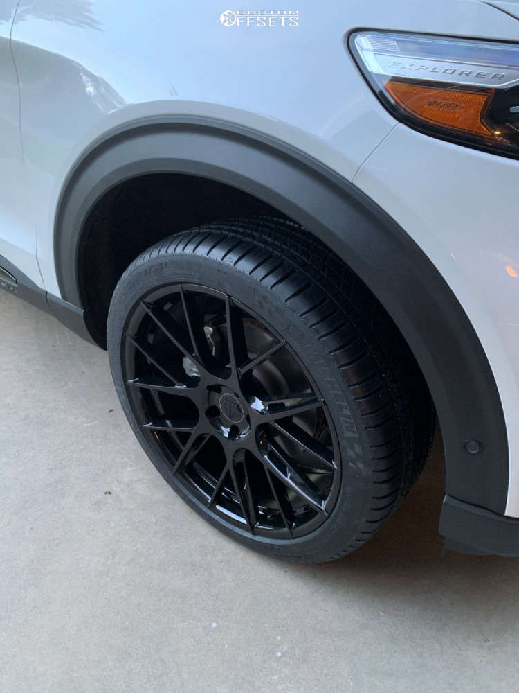 """2020 Ford Explorer Aggressive > 1"""" outside fender on 22x9 35 offset Blaque Diamond Bd-f18 and 275""""x40"""" Michelin Pilot Sport A/s 3 Plus on Stock Suspension - Custom Offsets Gallery"""
