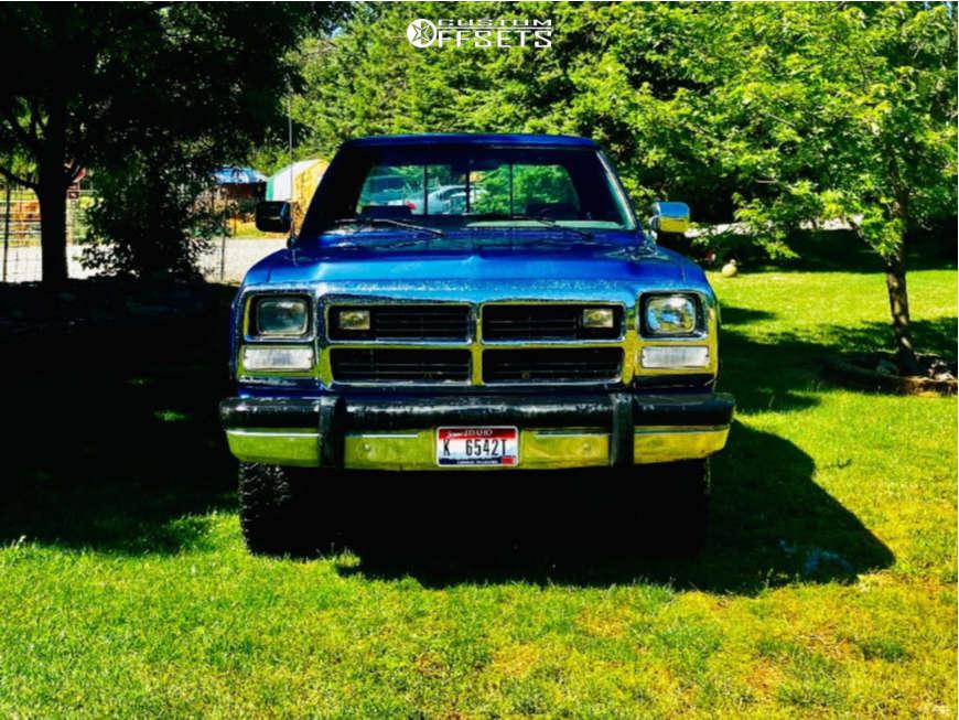 "1991 Dodge W250 Aggressive > 1"" outside fender on 20x12 -44 offset Hostile H108 & 33""x12.5"" Nitto Ridge Grappler on Stock Suspension - Custom Offsets Gallery"