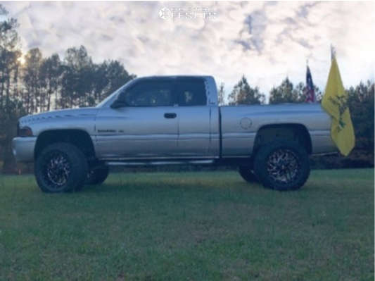 """2001 Dodge Ram 1500 Aggressive > 1"""" outside fender on 20x10 -19 offset Hardrock Destroyer and 35""""x12.5"""" Federal Couragia Mt on Suspension Lift 4"""" - Custom Offsets Gallery"""