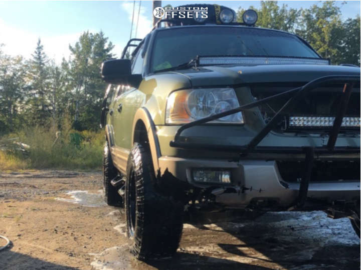 """2003 Ford Expedition Aggressive > 1"""" outside fender on 17x8.5 0 offset V-Tec Raptor and 285/70 Kelly Safari Tsr on Leveling Kit - Custom Offsets Gallery"""