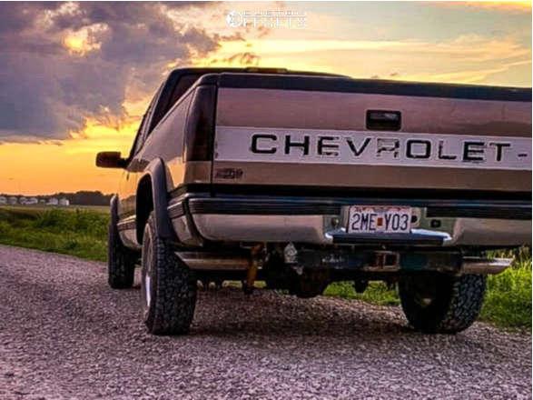 "1997 Chevrolet K1500 Slightly Aggressive on 15x7 -6 offset Cragar 315 & 30""x9.5"" Hankook Dynapro At on Leveling Kit - Custom Offsets Gallery"