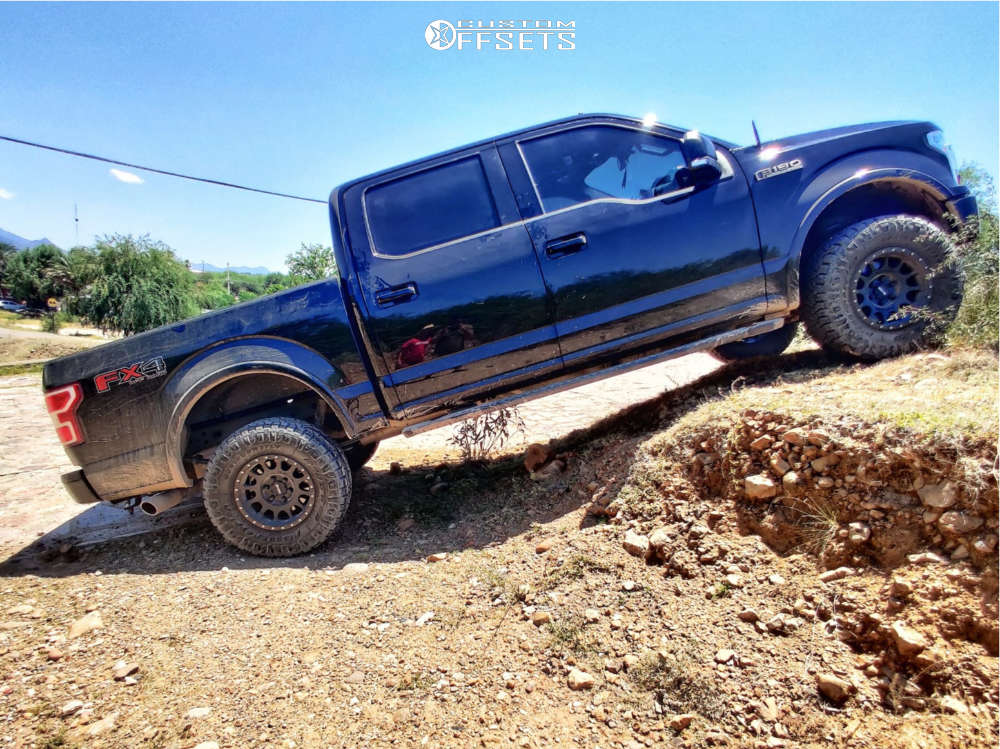 """2018 Ford F-150 Aggressive > 1"""" outside fender on 17x8.5 0 offset Method Mr305 and 33""""x12.5"""" Nitto Ridge Grappler on Leveling Kit - Custom Offsets Gallery"""