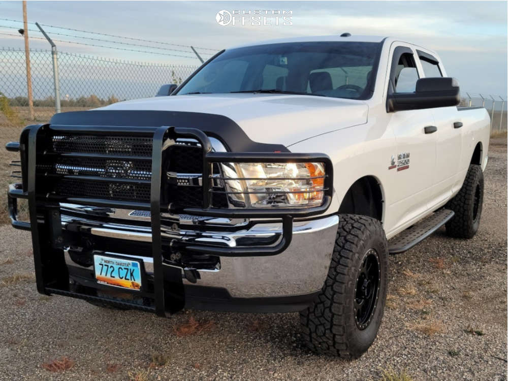 """2018 Ram 2500 Aggressive > 1"""" outside fender on 18x9 18 offset Method Mr305 and 35""""x12.5"""" Toyo Tires Open Country A/t Iii on Leveling Kit - Custom Offsets Gallery"""