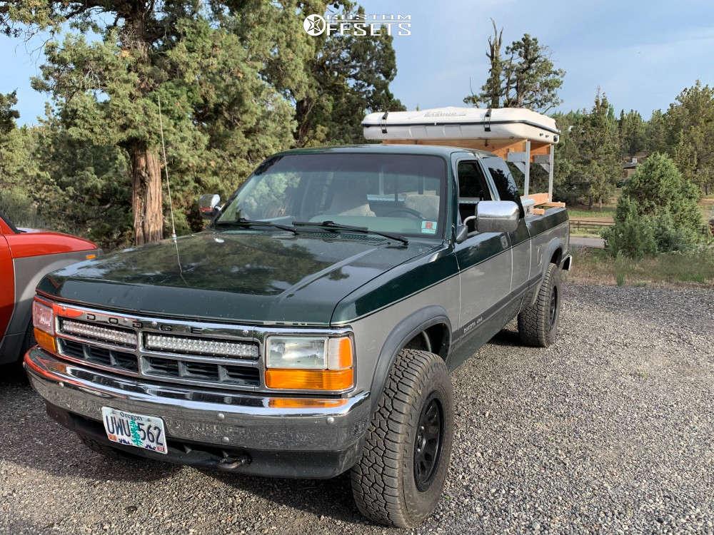 "1996 Dodge Dakota Slightly Aggressive on 16x8.5 1 offset Fuel Vector and 31""x9.5"" Falken Wildpeak At3w on Stock Suspension - Custom Offsets Gallery"