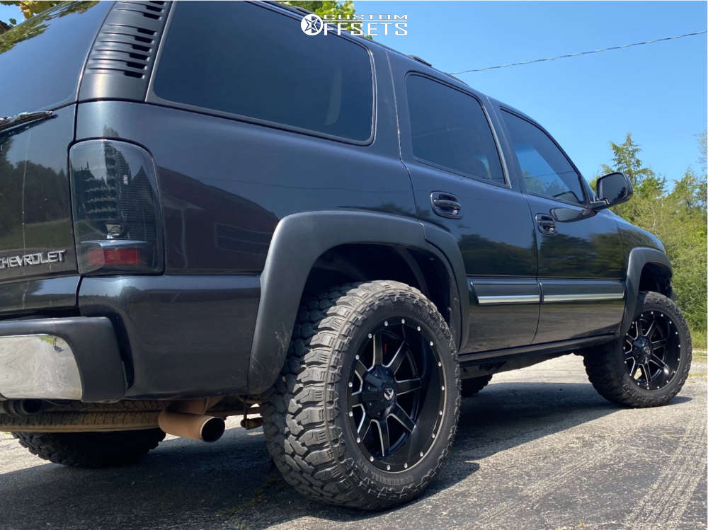 """2005 Chevrolet Tahoe Aggressive > 1"""" outside fender on 20x10 -19 offset Fuel Maverick and 33""""x12.5"""" Centennial Dirt Commander Mt on Leveling Kit - Custom Offsets Gallery"""