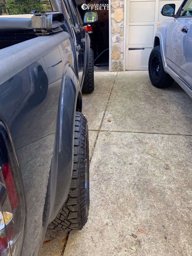 """2010 Nissan Frontier Aggressive > 1"""" outside fender on 17x9 18 offset Helo He879 and 32""""x9.5"""" Goodyear Wrangler Duratrac on Suspension Lift 2.5"""" - Custom Offsets Gallery"""