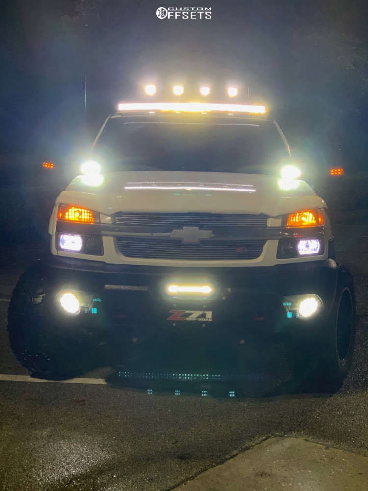 """2002 Chevrolet Avalanche 2500 Aggressive > 1"""" outside fender on 20x12 -44 offset Moto Metal Mo962 & 35""""x12.5"""" Federal Couragia Mt on Suspension Lift 6"""" - Custom Offsets Gallery"""