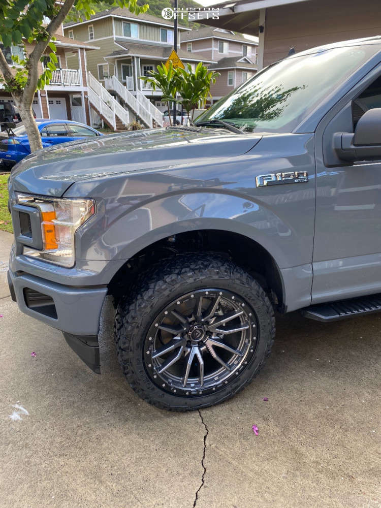 """2020 Ford F-150 Aggressive > 1"""" outside fender on 22x10 -13 offset Fuel Rebel and 33""""x12.5"""" Venom Power Terra Hunter X/t on Leveling Kit - Custom Offsets Gallery"""